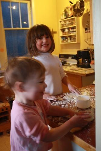 girls baking pizza