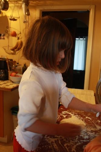bea baking pizza